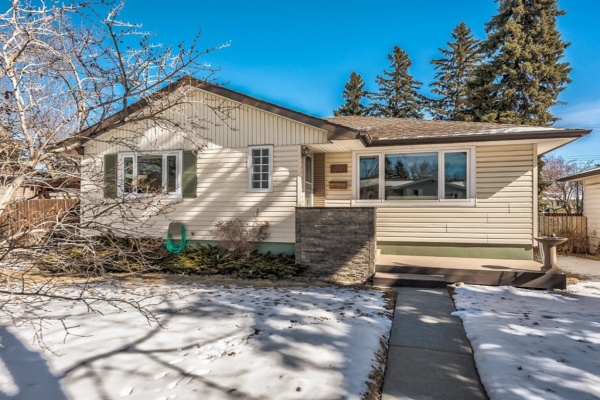 22 Chancellor Way NW, Calgary