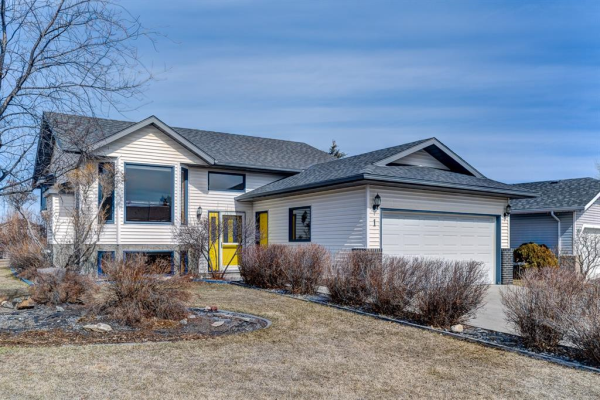 1 West Boothby Crescent, Cochrane