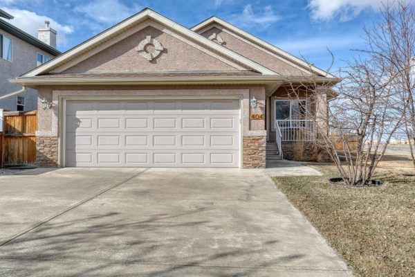 404 East Lakeview Place, Chestermere
