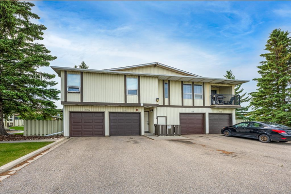544 Blackthorn Road NE, Calgary