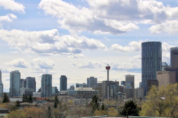 902 Drury Avenue NE, Calgary