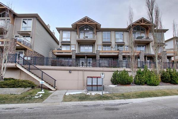 132 Rockyledge View NW, Calgary