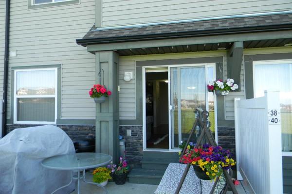 38 panatella Villas NW, Calgary