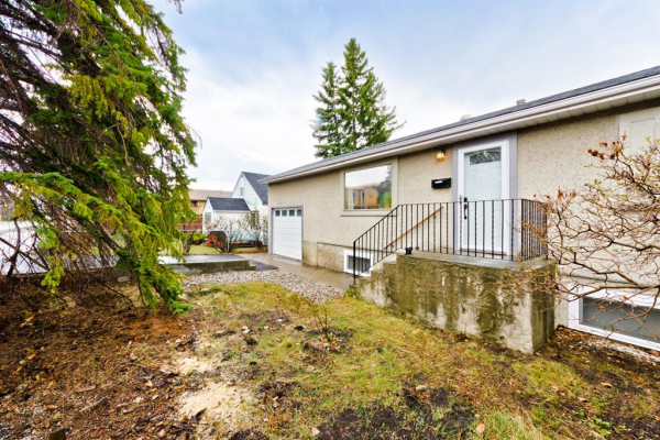 4323 Bowness Road NW, Calgary