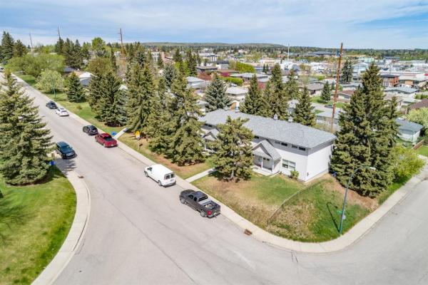 544 32 Avenue NE, Calgary