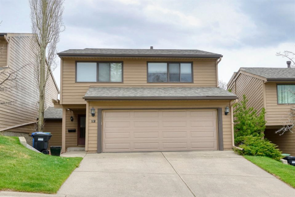 12 Coach Manor Rise SW, Calgary