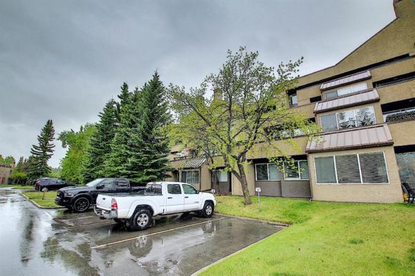 121 Village Heights SW, Calgary