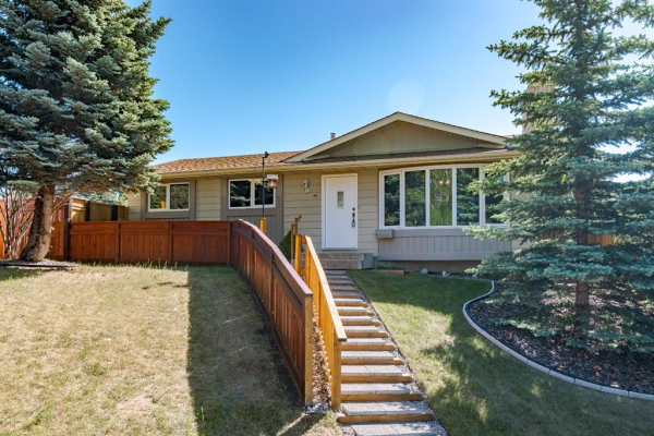 48 SILVERSTONE Place NW, Calgary