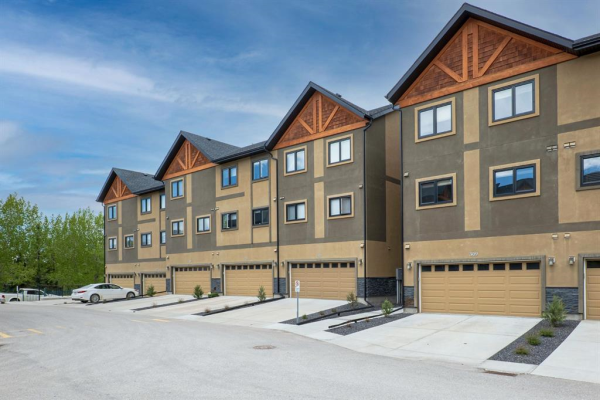 309 Valley Ridge Manor NW, Calgary