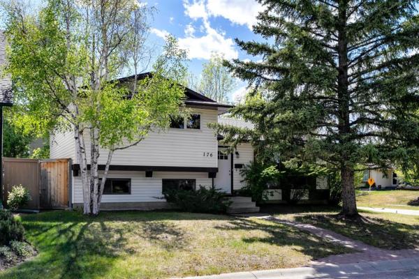 176 Wood Oak Way SW, Calgary