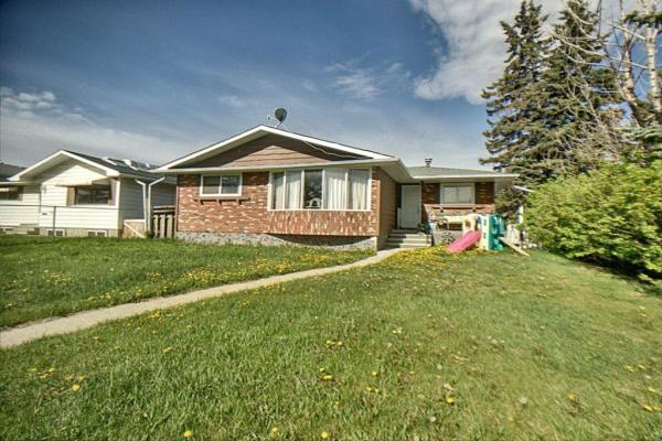 1523 46 Street SE, Calgary