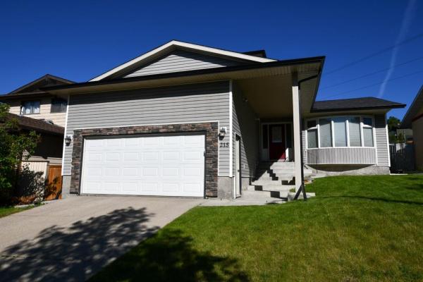 215 Edgedale Drive NW, Calgary