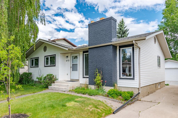 212 Wood Crest Place SW, Calgary