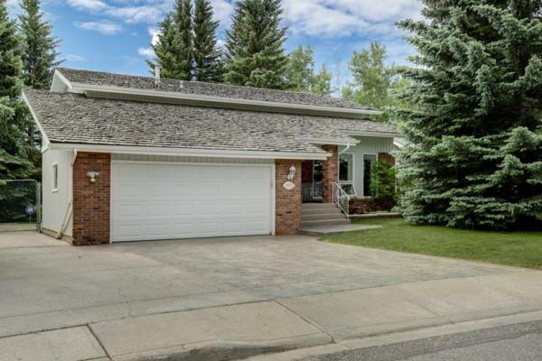 1107 Varsity Estates Drive NW, Calgary