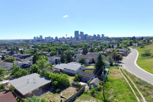 1012 Drury Avenue NE, Calgary