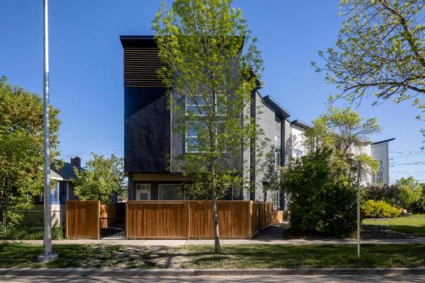 446 15 Avenue NE, Calgary