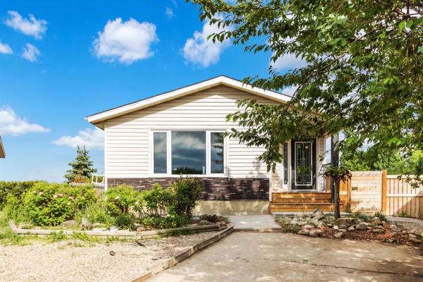 208 Huntstrom Bay NE, Calgary