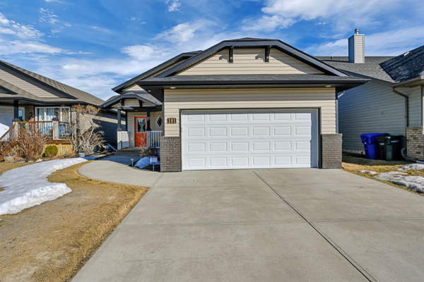 101 Willow Green, Olds