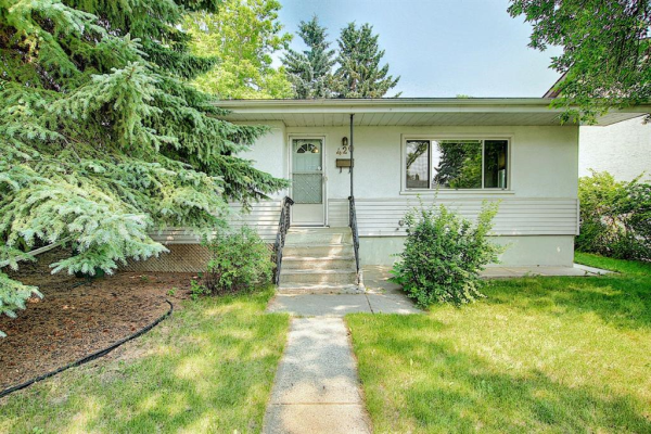 420 Thornhill Place NW, Calgary