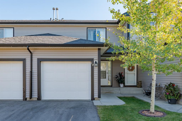 102 Canoe Square SW, Airdrie