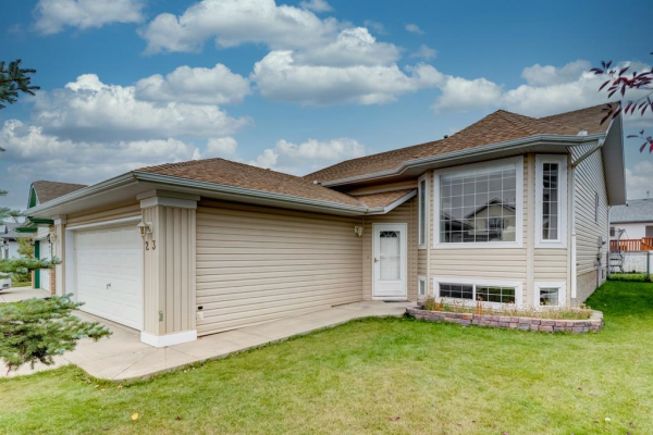 23 Willowbrook Crescent NW, Airdrie