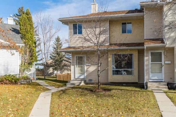 30 Deerfield Green SE, Calgary