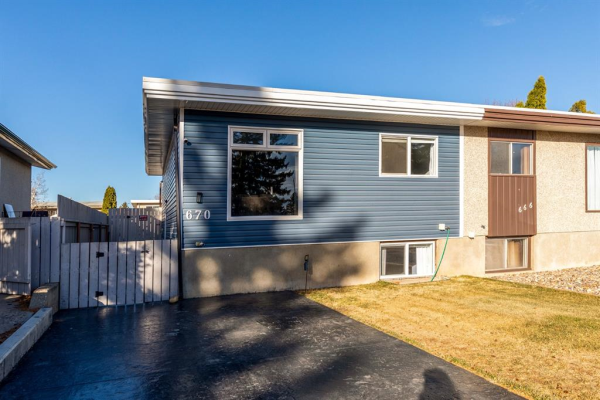 670 Rutherford Street NW, Medicine Hat