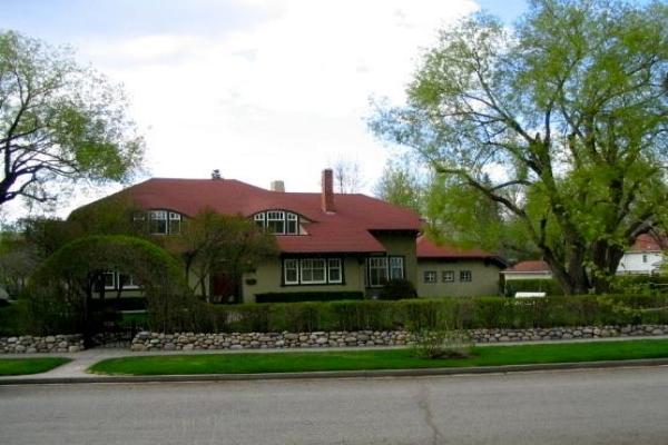 703 32 AV SW, Calgary