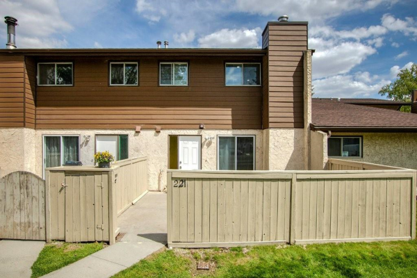 #221 5404 10 AV SE, Calgary