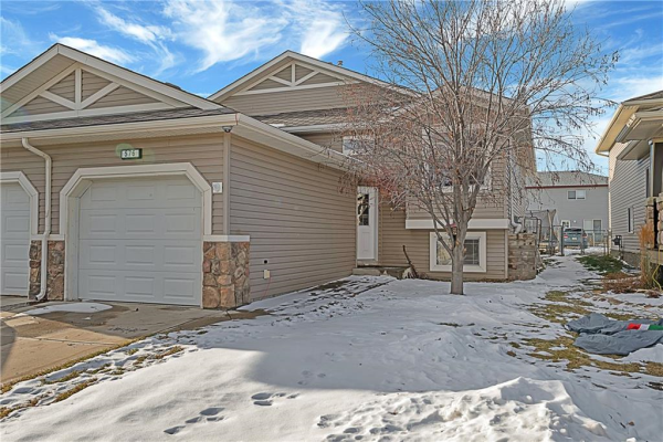 576 STONEGATE WY NW, Airdrie