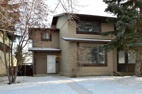 558 STRATHCONA DR SW, Calgary