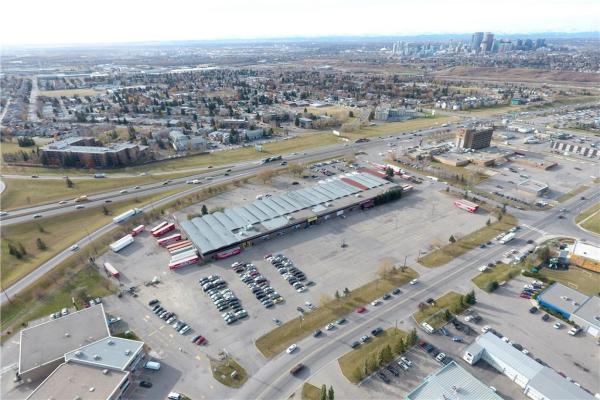 2222 16 AV NE, Calgary