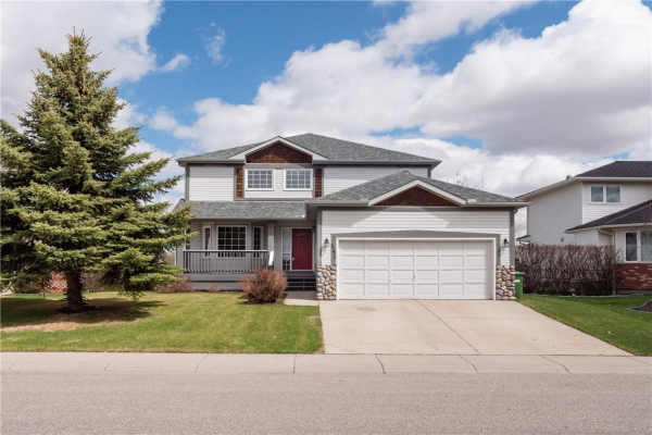 143 Woodside RD NW, Airdrie