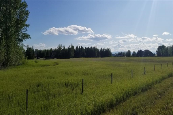 322008 4 ST E, Rural Foothills County
