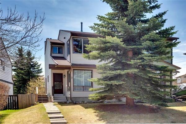 7 STRATHCONA CR SW, Calgary