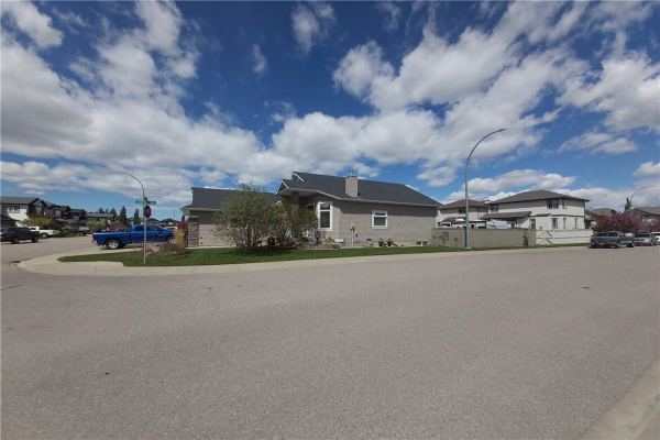 18 COOPERS Close SW, Airdrie