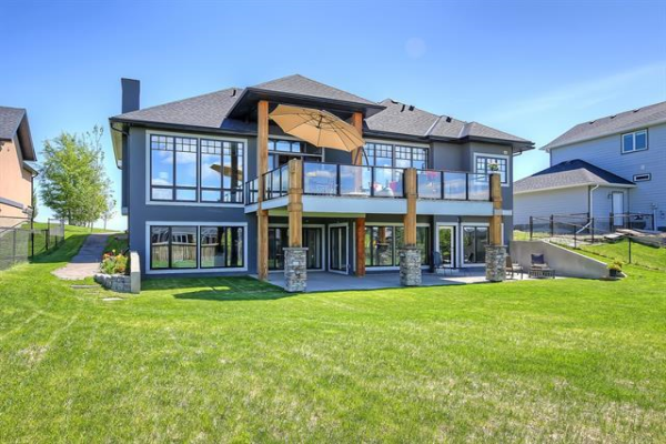 977 East Lakeview Road, Chestermere