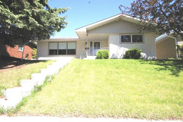 5240 BARRON DR NW, Calgary