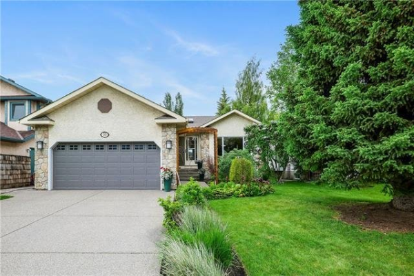 218 WOOD VALLEY Place SW, Calgary