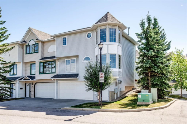 31 PROMINENCE View SW, Calgary