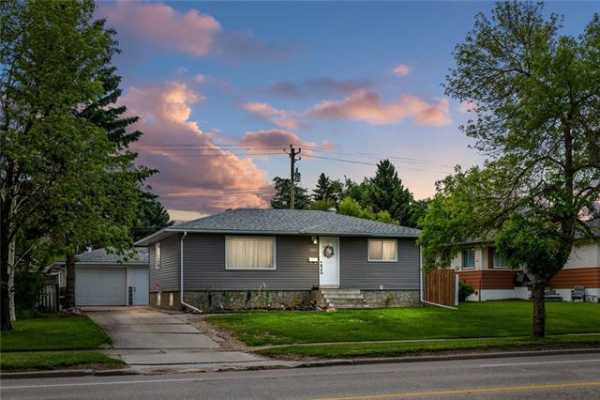 5927 CENTRE ST NW, Calgary