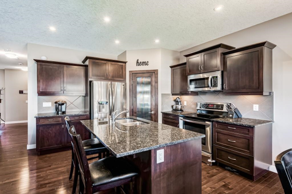 175 LUXSTONE View SW, Airdrie