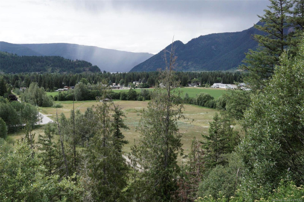 509 Holly Road,, Sicamous