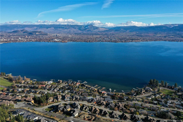 696 Lake Court,, West Kelowna