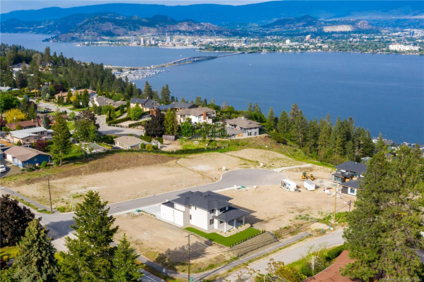 715 Lake Court,, West Kelowna