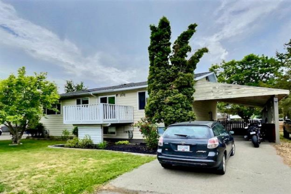 2745 Rosedale Place,, Armstrong