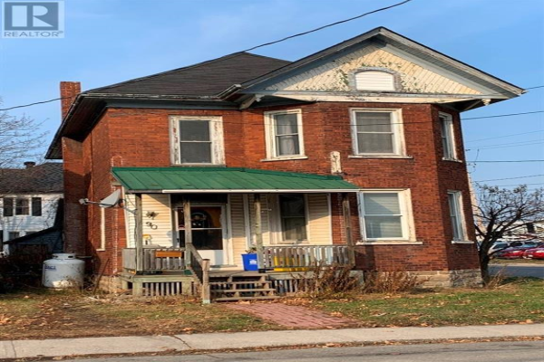 90 RUSSELL EAST STREET, Smiths Falls