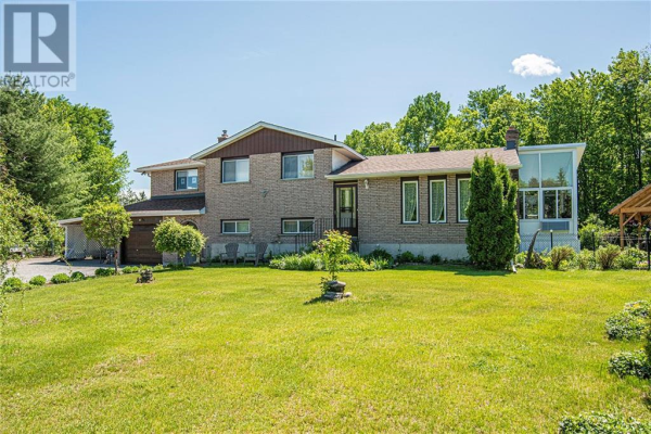 580 WHISPERING PINES CRESCENT, Pembroke