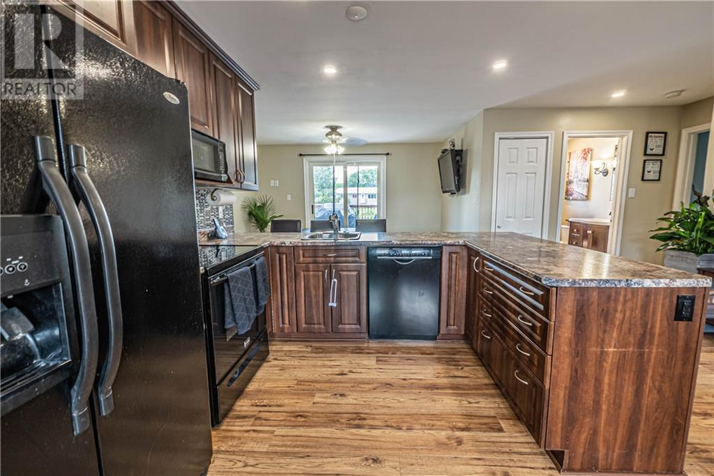 Listing 1203926 - Thumbmnail Photo # 7