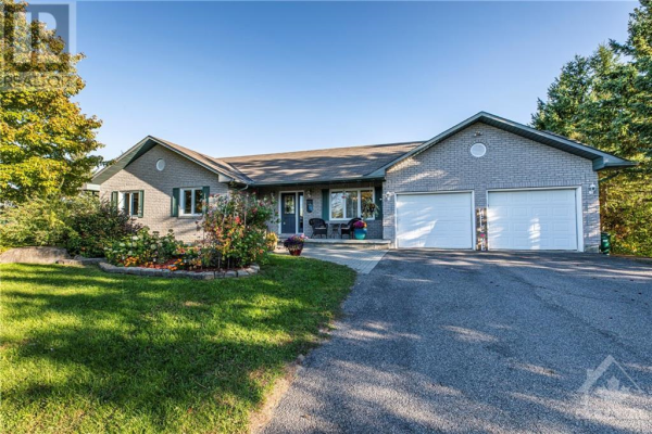 2601 OLD CARRIAGE COURT, Metcalfe